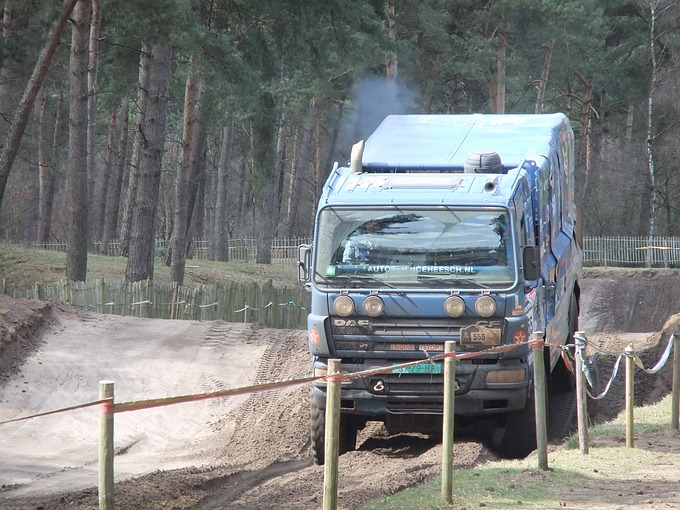 Rallyteam Dutch Desert Wings op GP Circuit de Herselse bossen in Lierop